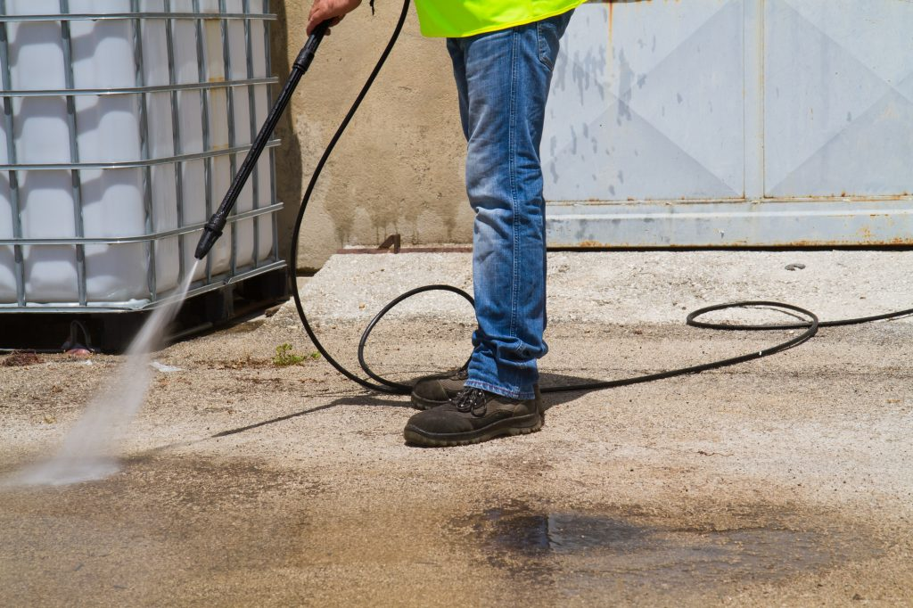 can a pressure washer damage concrete